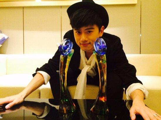 娱乐沸点颁奖礼张杰_张杰上海出席颁奖礼 获第二十五个最受欢迎歌手奖_金鹰网