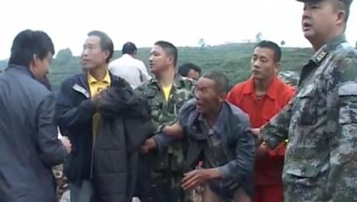 湘西花垣:老人打渔被困 12小时后获救