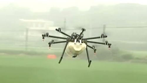 遥控无人机喷洒农药 湖南推广无人植保机防止病虫害