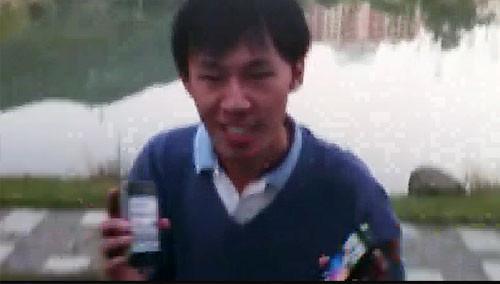 小哥喝醉了用iphone打水漂