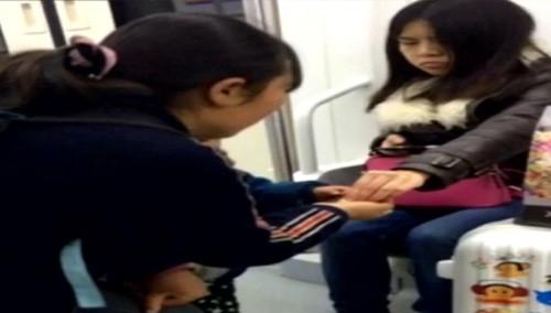 网曝长沙地铁乞讨多 地铁管理条例禁止车内乞讨