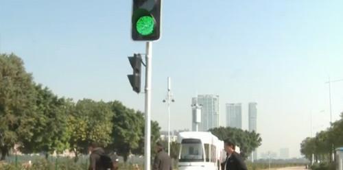 广州:南车株机研发的先进有轨电车投入运行 车辆充满电不到30秒