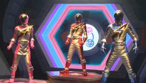 巨神战击队剧照 巨神战击队第三部超救分队战击王主角机器人精彩剧照图片