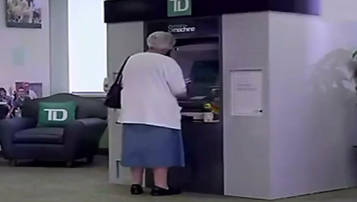 ATM界的大白!看完暖暖的