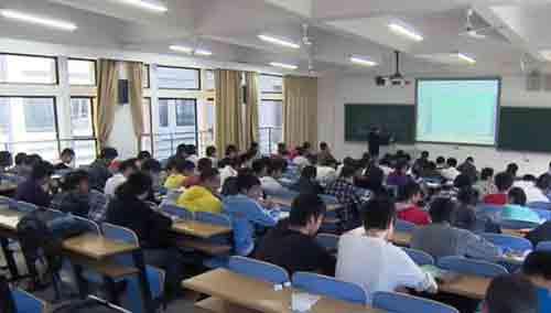 2015年中国高中教育发展论坛举行 专家呼吁推行高中义务教育