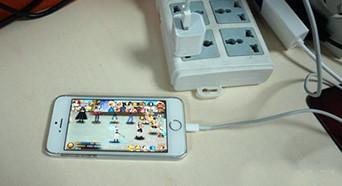 手机充电中玩手机有危险吗 做个实验来揭秘