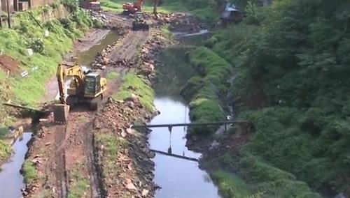 泸溪:火龙溪治理 三万立方米锰渣大转运