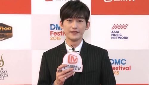 《首尔国际电视节》红毯专访:张翰酷炫造型博眼球