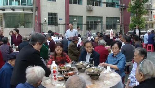 常德武陵区:百家宴宴请社区老人