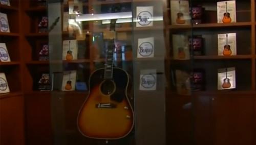 约翰·列侬所用吉他拍出240万美元