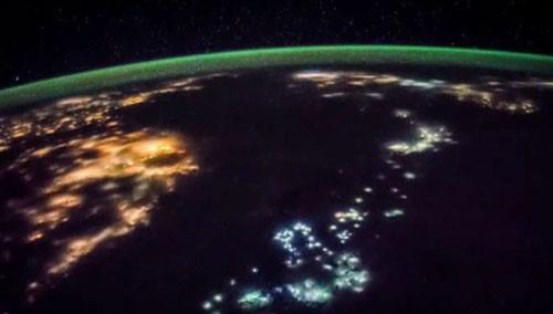 国际空间站视角实拍台湾夜景 画面美不胜收